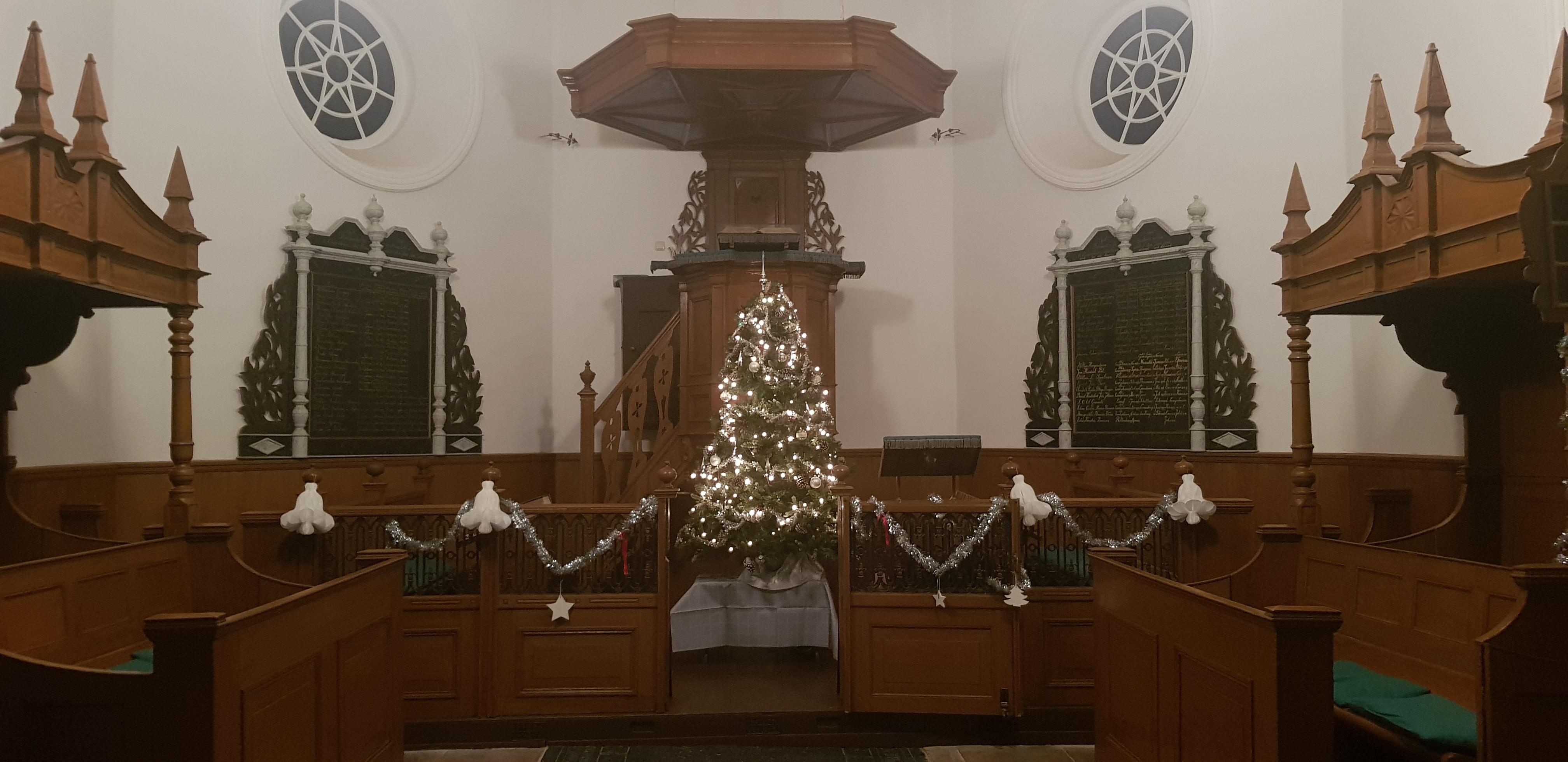 Kerk in Kerstsfeer